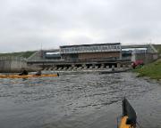 Dann aber Einsetzen der Boote unterhalb der Staumauer und weiter geht spreeabwärts