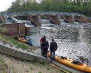 Das letzte Umsetzen der Boote – am Spreewehr in Cottbus-Branitz