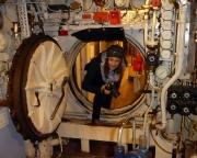 Ostseeurlaub 2017 – Almuth auf Fototour im Inneren des U-Bootes