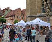 Markttreiben an der St. Jakobskirche in Rothenburg