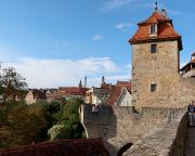 Blick von der Stadtmauer auf das Kobolzeller Tor