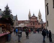 Jahreswechsel 2015 - 2016 in Prag - selbst auf der Burg wie in jeder Ecke von Prag: auch am Neujahstag ist Weihnachtsmarkt!