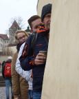 Jahreswechsel 2015 - 2016 in Prag - Almuth wollte ein Foto von uns beim Zustieg auf die Burg - haben wir uns doch toll aufgestellt, oder?