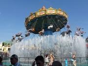 Wasserspiele und Kettenkarussel im Vergnügungspark Phantasialand