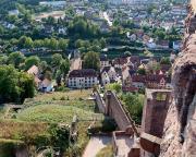Blick von der Burg auf die Fürstliche Hofhaltung und Glasmuseum