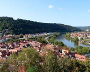 Beim Aufstieg zur Burg Blick auf Wertheim, Main und Kreuzwertheim