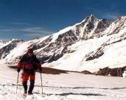 Eiswandbichl Nordwand - Zustieg zum Beginn unser Eis- und Hirnkletterkarrriere mit der großartigen Kulisse des Großglockners