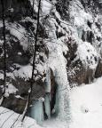 Je tiefer man steigt, umso deutlicher wird die Höhe des Eisfalls