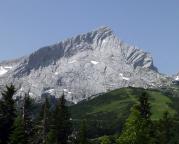 Alpspitze - die mächtige Nordflanke, aufgenommen von der Terrasse am Kreuzeckhaus