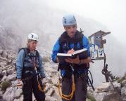 Alpspitz-Ferrata - schon frühzeitig erreicht man das Wandbuch des Klettersteiges