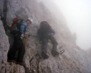 Alpspitz-Ferrata - Quergang in einer steilen Wand kurz vor dem Gipfelaufbau