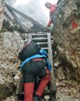 Der Abstieg verläuft teilweise über alte Holzleiterm die vermutlich auch noch zu den (erstaunlich robsten) Kriegsstellungen gehört haben könnten.