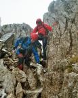 Der Abstieg via Burgstall hat es in sich, nicht weil er schwer ist, sondern weil da Geröll nur so herumfliegt.
