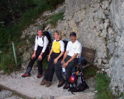 Höllental - Rast am Ende der Höllentalklamm beim Aufstieg ab Hammersbach