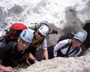Zugspitze via Höllental, Torsten Simone und Marion lächeln, die Randkluft ist geschafft