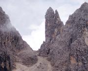Il Gobbo Nordwand - Blick auf das begehrte Ziel beim Zustieg