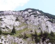 Gesamtübersicht - links die Sonnenplatte, rechts der mächtige Westpfeiler, über den die Route führt.