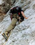 Gesichertes Klettern über die 60-m-Platte vor der Wasserfallwand