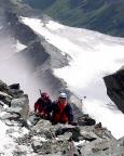 Thomas und Franz seteh nur noch wenige Meter vom Gipfel entfernt.