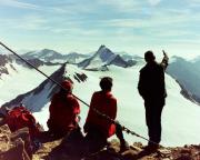Similaun -  Auf dem Gipfel, bei herrlichster Aussicht auf den Alpenhauptkamm