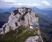 Tegernseer Hütte in der Scharte zwischen Buch- und Roßstein