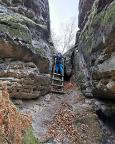 Man trifft auf leichte Kletterstellen oder Steighilfen