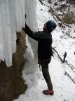 Dirk Fechner beim Eisklettern am linken Eiszapfen