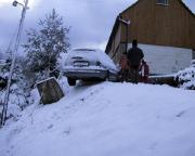 Abstieg von der Vereinshütte bei Sauglätte in Kirnitzschtal – nicht jeder kam mit der Glätte zurecht