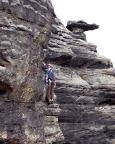 Ralf im Vorstieg des Alten Weges II an der Mittelwand im Bielatal
