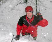 Thomas bei anhaltendem starken Schneefall im großen Eisfall des Bielatals