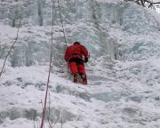 Thomas in den bis 30m hohen Eisfällen wenige Meter nach den letzten Häusern von Hohnstein