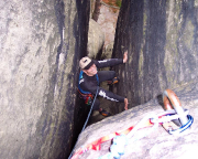 Volker im Stemmkamin des Alten Weges, II, am Lochturm bei Rathen