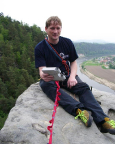 Wiese auf dem Gipfel der Kraxelbrüderscheibe, mit herrlichem Blick auf das Elbtal