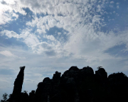 Gegenlichtaufnahme der Felsengruppe im Bereich Tante und Mittlerer Torstein