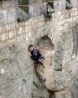 Fechi am (nicht erlaubten) Mauerausstieg - im Vorstieg gar nicht so einfach und schwerer als IV