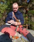 Stolz setzt Steffen den neu erworbenen Gipfelbuchstempel des KV FDGB ein