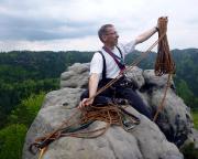 Seilaufnahme auf dem Gipfel. Noch immer auf dem Großlitzner, leider verdunkelt es sich schon, die Gewitter rundum grummeln. Foto: Matthias Bölke