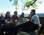 Tour 02/2105 - Mit Freunden vom Klettersportverein Quackensturm e.V. auf der Terrasse der Bastei beim genüsslichen Nachmittagsbier.