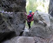Almuth am Ende des zweiten Querganges und damit des steilen Abschnitts des unteren Teilstücks