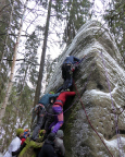 Und dann doch noch Kontakt mit Klettern – eine kühne Truppe baut in der Akrobatenwand, VIIa, am Kirnitzschkegel