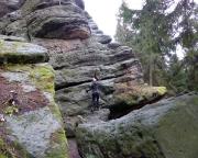 Jahresstart 2019, ja, jetzt wird es ernst. Almuth mustert die Schmierschicht auf dem Felsen :)