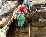 Almuth steigt zurück – der Einstieg des sehr schweren Alten Weges am Schwarzbeerturm liegt ihr im Vorstieg nicht