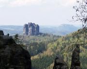 Der Falkenstein aus Sicht der Affensteine - er dominiert die Landschaft