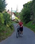 Aus Görlitz hinaus geht es kräftig bergauf – schieben ist angesagt