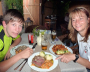 Unbedingt im Restaurant Zur Neißeaue vorbeisehen, auch günstige Übernachtungsmöglichkeit.