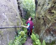 Abstieg durch die Krieche zu den Gipfeln Sphinx, Echse und Saurier