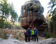 Kelchstein bei Oybin - nur wenige Meter nach Beginn der Wanderung erreicht man den Kelchstein, eines der schönsten Felsgebilde des Gebirges.