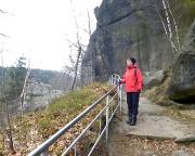 Auf dem unteren Rundweg der Burg- und Klosterruine Berg Oybin