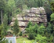 Der Thomasfelsen in Oybin, hier von der Talseite gesehen
