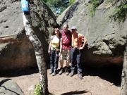 Auf dem Gipfel des Ameisenberges. Scherzkekse haben hier in der herrlichen Felsenstadt ein Gipfelbuch gelegt (Siehe vorn links an der Birke)